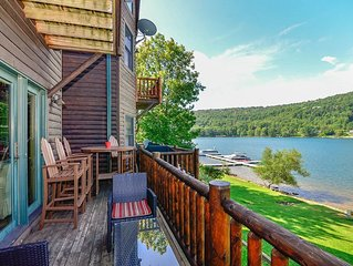 DOGS WELCOME! Lakefront Townhouse #02 w/Hot Tub, & Fire Pit!