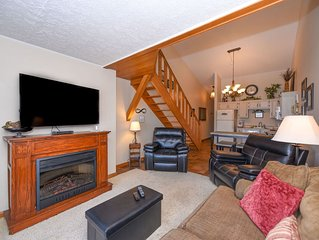 709H- Penthouse level studio unit w/ breathtaking lake views and free wifi!