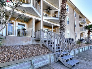 Bayfront condo with a shared pool - near Schlitterbahn, beaches, & more!