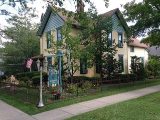 Private Exquisite Home Voted Top Lake Geneva B&B~Walk to Lake, Beach, & Shopping