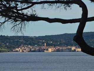 Superbe vue Mer Et St-Tropez. 300m centre ville. Clim. Parking