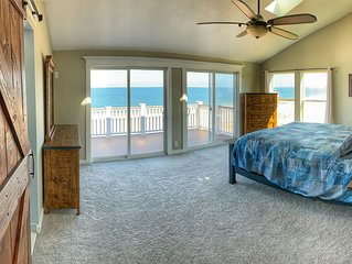 Oceanfront Beach house on the Bay - OCEAN FRONT w/ Hot Tub! Great for Groups!