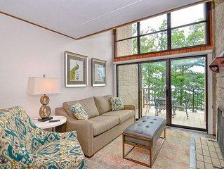 305E- 3 bedroom/3 bath lakefront condo, sleeps 8, free WiFi!