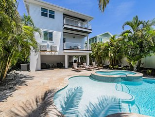 Dream Vacation Destination! 8 bd Luxury Home with stunning Views! Pool and Spa!