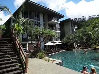 2 bedroom luxury apartment minutes from the beach.