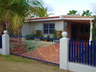 Private vacation home & garden close to center, beaches, dive & snorkel sites!