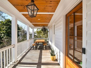 Historic, Clean + Porch! 5 min Walk to Upper King, 15m Drive to Beach!