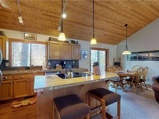3 Paperbirch Lane: 2 BR / 2 BA home in Sunriver, Sleeps 6