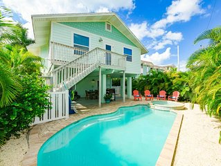 Incredible Luxury Beach House, close to Beach and Shops, private Pool and Spa!