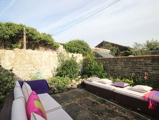 Lovely 3 bedroom seaside property in Hythe with a sunny garden