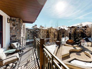 Bright condo w/mountain views and access to shared amenities - close to skiing!