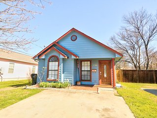 End of Summer Sale! Private Cozy Home *Middle of Downtown Plano* Sanitized!
