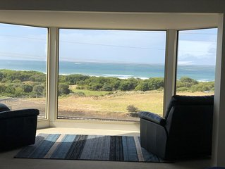 Merri Beach House - Opposite Beach with spectacular Views & Free Wi Fi