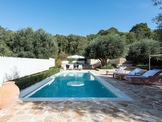 Avlaki Bay cottage, among olive trees and old wood, quiet still 90mt from beach.