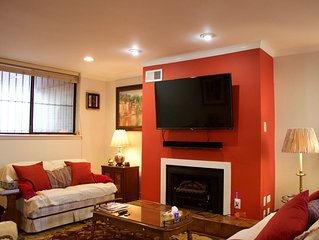 Cntr-city lux 2BR 2.5BA townhouse with free parking close to all amenities.