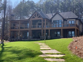 NEW LUXURY LAKE FRONT HOME W/ PRIVATE DOCK, BOAT & JET SKI AVAIL - NEXT TO RITZ