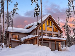 Picture Perfect Mountain Home With Hot Tub- Sleeps 14!