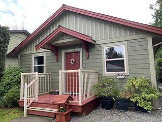 Cozy Cottage at Oceanside Village. Parksville, Pet on Approval,