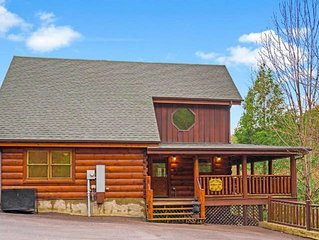 Bear Tracks Bungalow! Luxury Cabin with Indoor and Outdoor Pool and Mini-golf!
