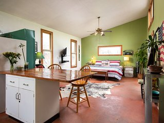 Cool Farm Cabin-King Bed, Impeccably clean, Full kitchen, Fast Wifi-SafePlace