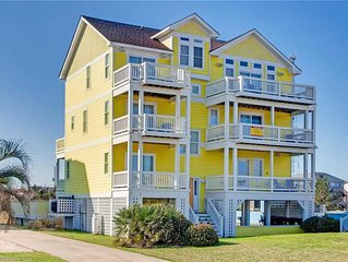Enjoy Relaxing Ocean Views-Mins from Beach w/Pool, Elevator, HotTub, DogFriendly