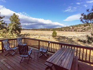 Beautiful Meadow Views Walk to Town Sisters OR Vacation Cabin Cozy vacation cabi