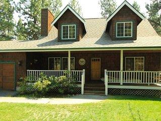 Tollgate Charmer - Sleeps 6- 8, Seasonal Pool - Sisters Vacation Home Rental in