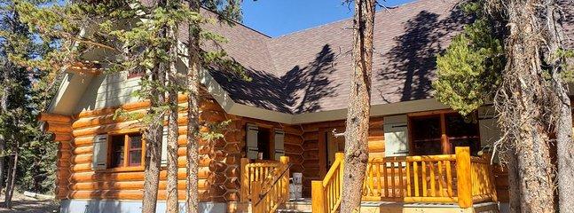Grandpa's Cabin es una hermosa cabaña de troncos completa ubicada a solo 30 millas al sur de Breckenridge
