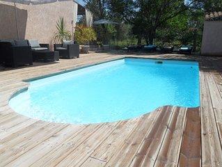 Villa provençale, climatisée, avec piscine chauffée, spa et suite parentale.