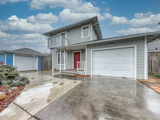 Recently-upgraded, beautiful townhome - close to the business district!