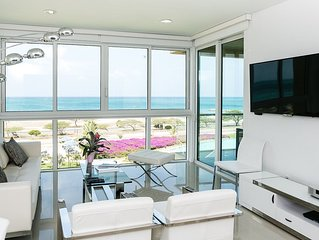 Modern Condo combined with a perfect Ocean View. 3BDR Blue-426