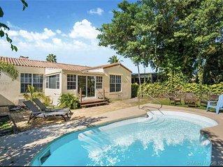� Miami Beach, Pool Home 3/2 �Beach chairs, Umbrellas, walk to The Beach...