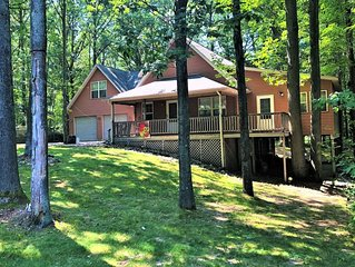 NEW! HUGE, AWESOME LOCATION, GREAT FOR FAMILIES + Pool, Hot tub, Sauna