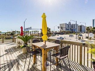 Super Cute Condo Located in the Heart of Gulf Shores Across from Public Beach!