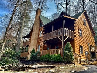 The Lodge at Riversound - Luxurious log home located in Valle Crucis!