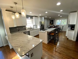 4 Bed 3 Bath Renovated w/Pool 2 miles from Sanford Stadium/Downtown