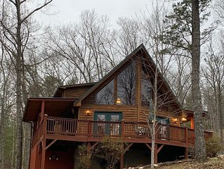 Moonlight Chalet Cabin, Murphy NC. Hiking trail out the back door to the Lake!