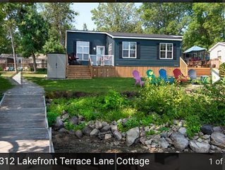3 Bedroom  2 bathroom Air conditioned waterfront cottage