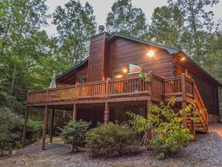 Giant dog-friendly cabin w/free WiFi, private hot tub, & wood-burning fireplace!