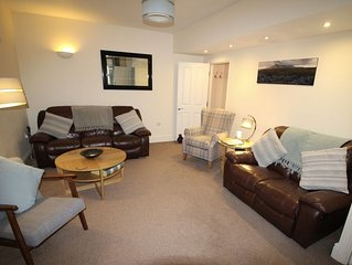 Cornerhouse, a luxury townhouse 15mins walk along the charming river to the city