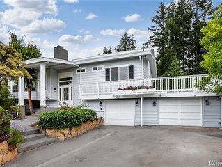 A luxurious water view home, close to shopping areas, 15 mins to Seattle/Tacoma.