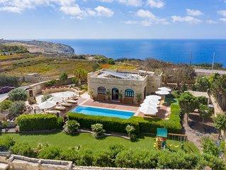 Villa Munqar - Modern Villa 3 bedroom villa with Private Pool and Stunning Views