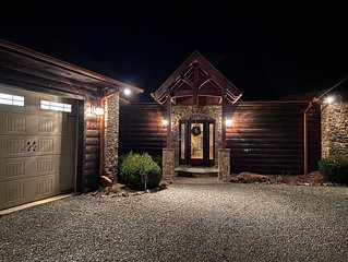 Private Luxury Cabin Retreat, Amazing views, 2 Decks, Outdoor fireplace!!