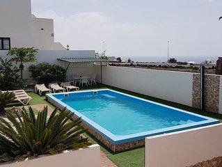 Villa Roja 2, Kleine Ferienanlage mit Pool, Spielplatz & Boule im Zentrum