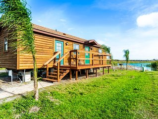 Waterfront Cabin 10min to Beach! Pets OK! Kayak for Rent #410. Sleeps up to 6