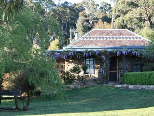 Dog-friendly studio close to Daylesford - The Stoney at Hollow Log Estate