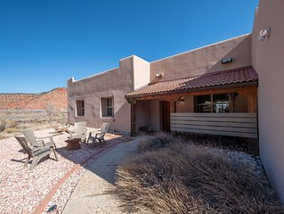 Dreamcatcher Cliffs Home - Kanab's Most Unique Vacation Home - Private Sauna!