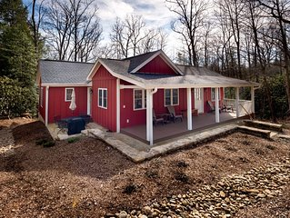 3 bedroom cottage with modern amenities close to Montreat campus