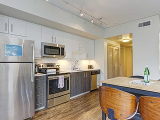 Upscale 1BD apartment with a full kitchen