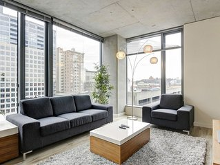 Vibrant 2BD in Seattle, professional cleaning